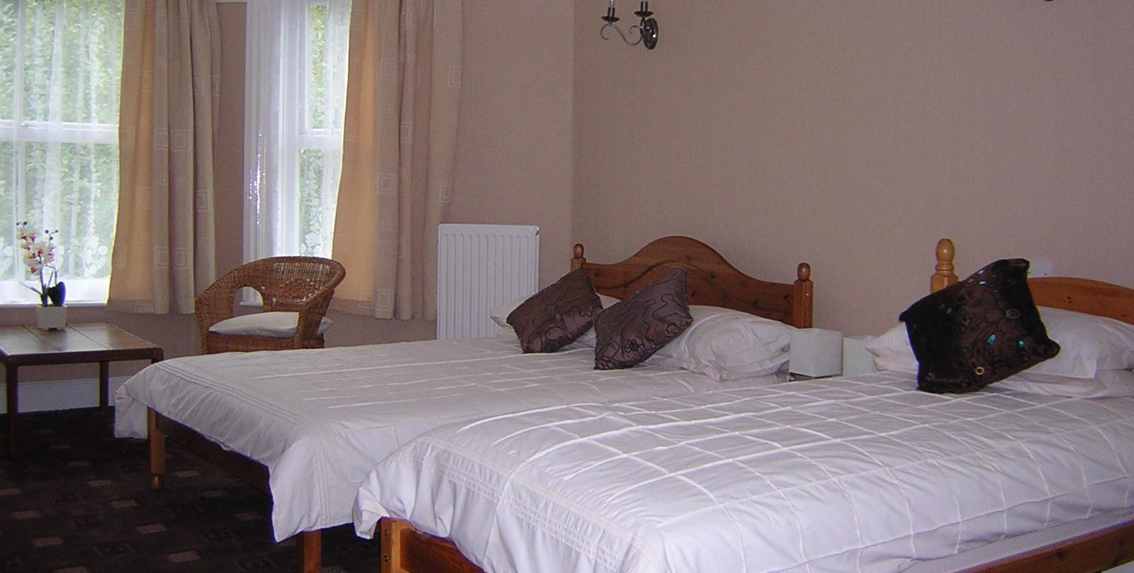 Rolles Court bed and breakfast, twin room