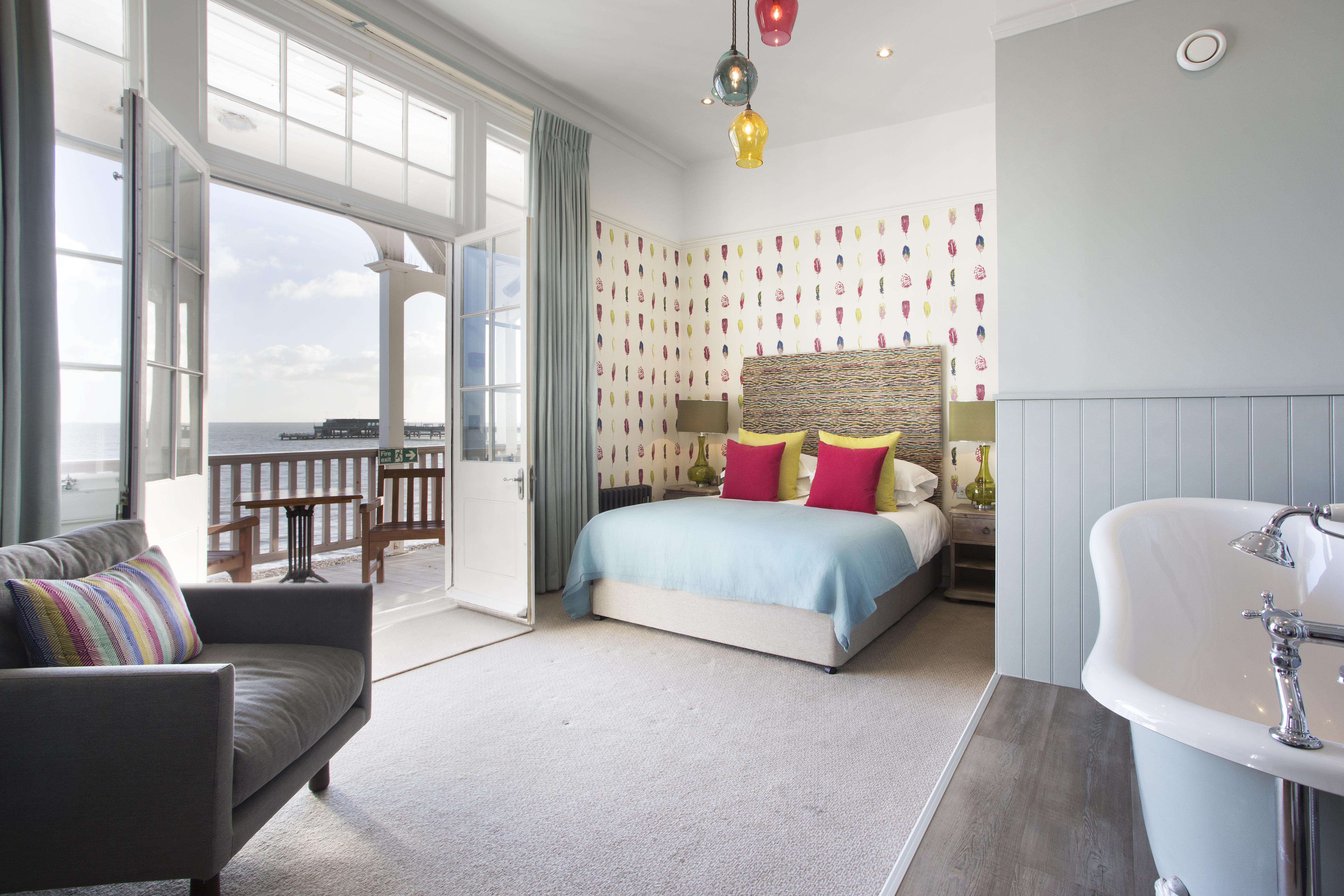 Royal Hotel, Deal, Kent, Seafront, Sea view, Nelson Feature Bedroom, bath